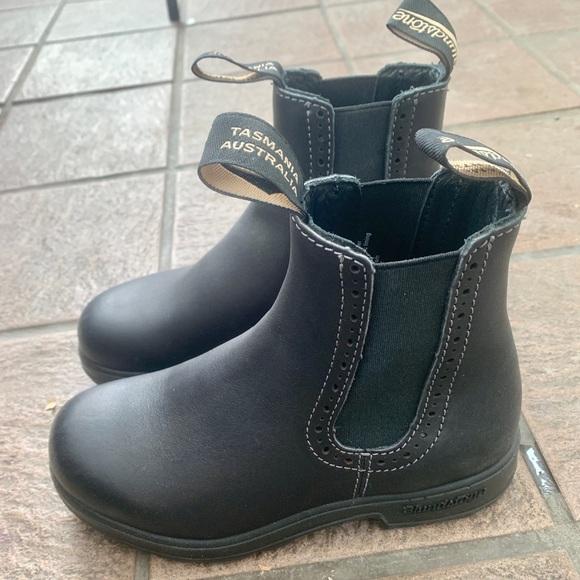 Blundstone Shoes - Blundstone model 1448.